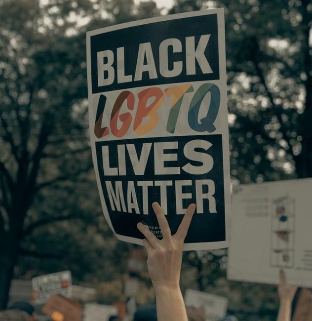 Waarom anti-racisme deel uit maakt van de homo-bevrijding.